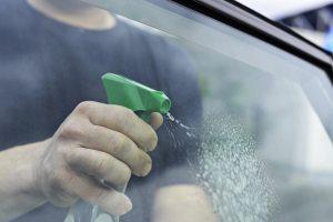 Cleaning car window 300x200 - Adytel Servicios