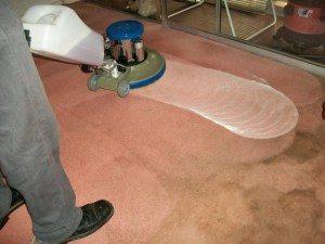 limpieza de moquetas 300x225 - Tintorería lavandería Olimpia