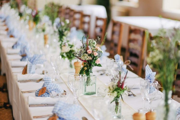 photo 1519225421980 715cb0215aed 1 - Convierte tu boda en todo un negocio