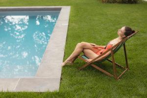 9806 300x200 - Césped artificial para tu piscina