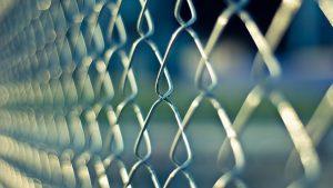 barreras antitrepa 300x169 - Protege tu empresa