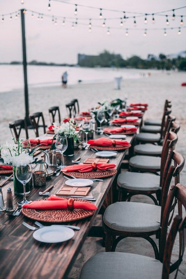 photo 1530023367847 a683933f4172 - Cómo sentar a tus invitados en el salón de celebraciones